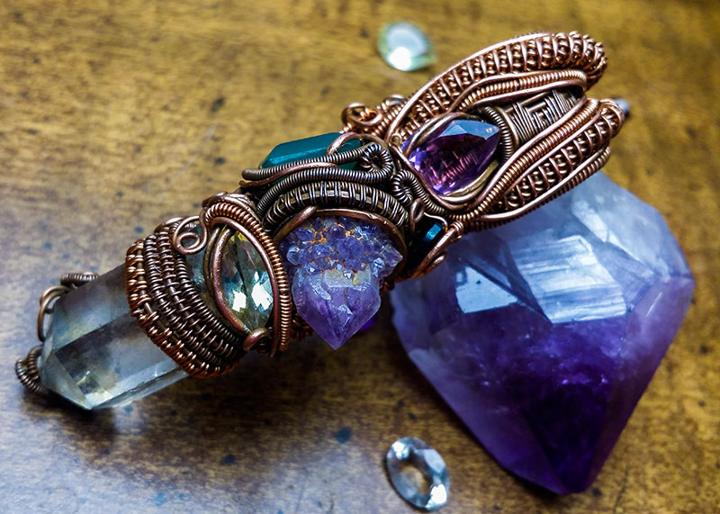 Heady-wire-wrapped-stone-pendant-with-quartz-focal-stone